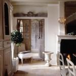 2-pardoseala din piatra usi si mobilier din lemn interior casa amenajata in stil Provence