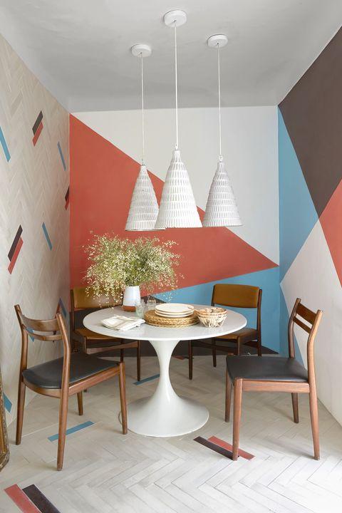 2-perete-accent-forme-geometrice-colorate