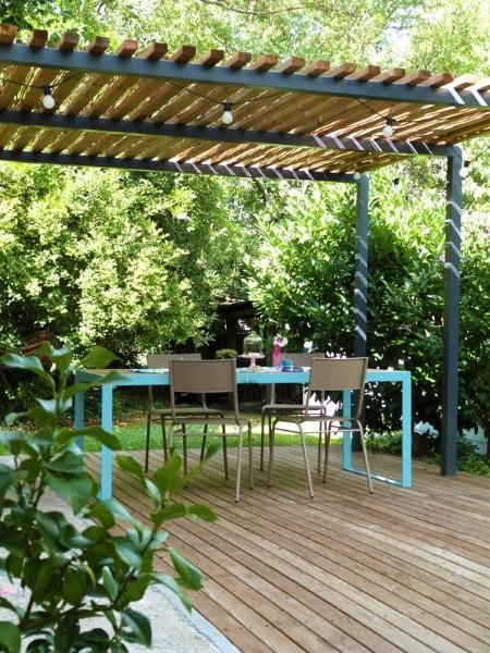 2-pergola design minimalist structura metalica acoperis din lemn