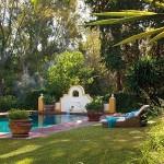 2-piscina la umbra copacilor din curtea casei frumoase din Malaga Spania