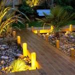 2-stalpi-cu-design-modern-pentru-delimitarea-si-iluminarea-aleilor-din-curtea-casei
