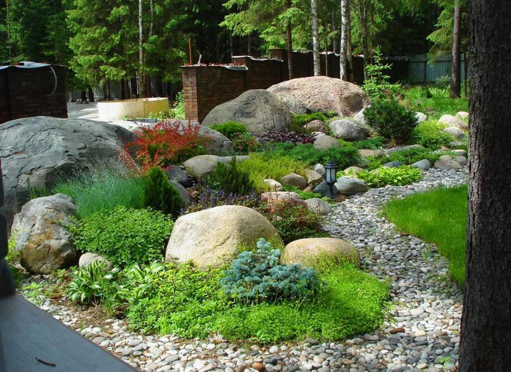2-stancarie-decorativa-gradina-bolovani-piatra-flori-suculente