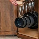 2-suport telescopic retractabil pentru tigai inegrat in dulapul din bucatarie