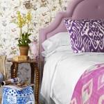 2-tapet cu imprimeu floral aplicat pe perete din dormitor