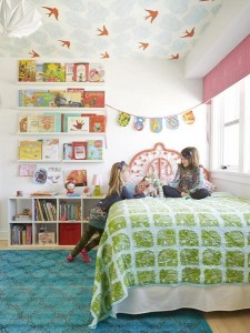 2-tavanul din camera copiilor decorat cu tapet decorativ