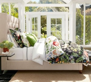 2-textile albe si cu imprimeu floral decor patu dormitor