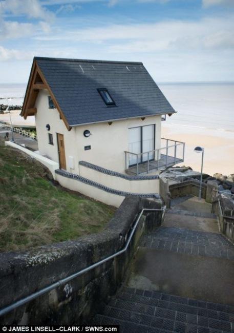 2-toaleta publica transformata in casuta vacanta marea britanie
