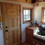 2-usa din lemn intrare casa mobila mica doar 15 mp