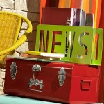 2-vara 2014 masuta suport ziare si reviste din valiza veche colectie retro flashy maisons du monde