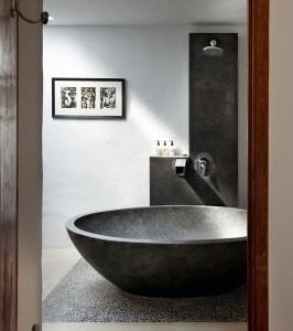 20-cada mare din piatra neagra baie amenajata in stil marocan
