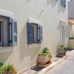20-obloane din lemn ferestre casa Asos Kefalonia Grecia