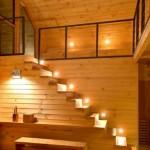 20-scara de interior ingusta din lemn fara balustrada construita de-a lungul unui perete