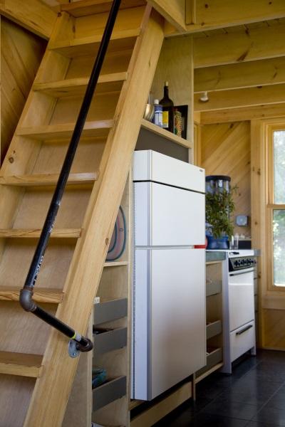 20-scara din lemn acces dormitor mansardacasa mica 51 mp