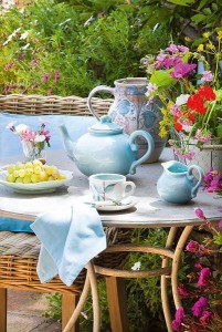 20-vesela si accesorii decorative bleu loc de luat masa in aer liber