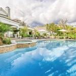 23-piscina in curtea casei scoase la vanzare de Jennifer Lopez