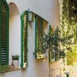 26-obloane din lemn culoare verde ferestre casa veche restaurata spania