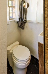 28-vas wc compost casa mica ecologica structura din lemn de 8000 euro