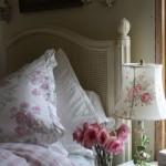 3-abajur si lenjerie pat dormitor cu imprimeu floral