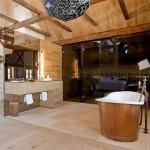 3-baie matrimoniala ultraspatioasa si luxurianta cu accente rustice
