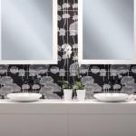 3-baie moderna alba faianta decorativa imprimeu alb negru zona loavoar si oglinda baie
