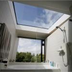 3-baie moderna cu tavan din sticla
