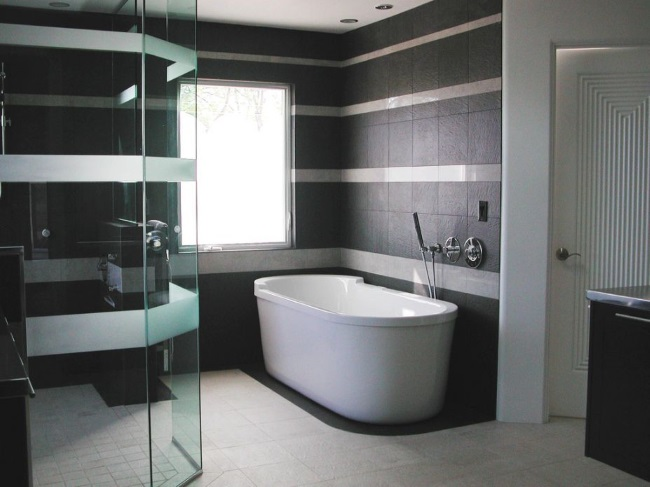 3-baie moderna minimalista decorata in alb si negru