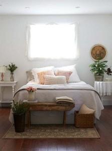 3-bancuta din lemn decor zona de la picioarele patului dormitor rustic