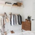 3-bare pentru umerase si polite in locul dulapurilor pentru haine din dormitor