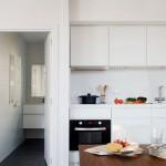 3-bucatarie moderna si vedere spre baie interior casa bioclimatica digitala