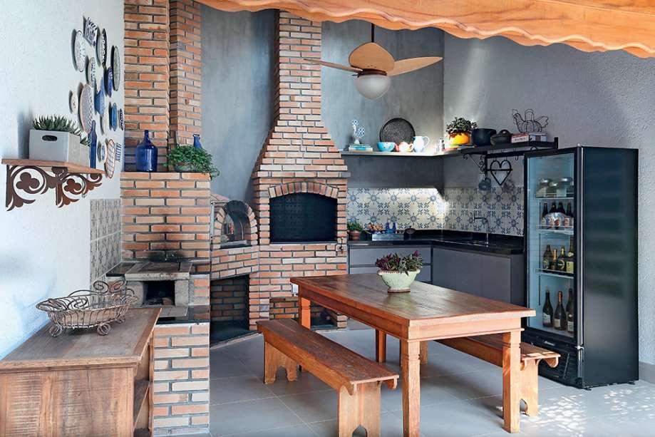 3-bucatarie-vara-rustica-chiuveta-gratar-frigider-loc-luat-masa