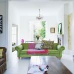 3-canapea-vernil-accesorizata-cu-pernute-decorative-cu-imprimeu-floral