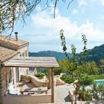 3-casa de vacanta din piatra cu acoperis din tigla si cu piscina vila Iriti Corfu