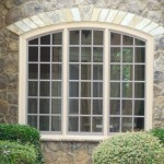 3-casa finisata cu piatra si cu ferestre cu multe ochiuri tamplarie alba