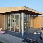 3-casa mica moderna cu living din sticla ferestre panoramice