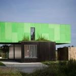 3-casa moderna cu etaj construita din patru containere maritime imbinate si suprapuse