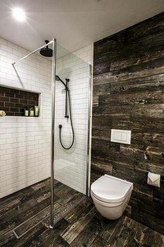 3-combinatie gresie si faianta imitatie lemn cu faianta tip Subway amenajare baie moderna