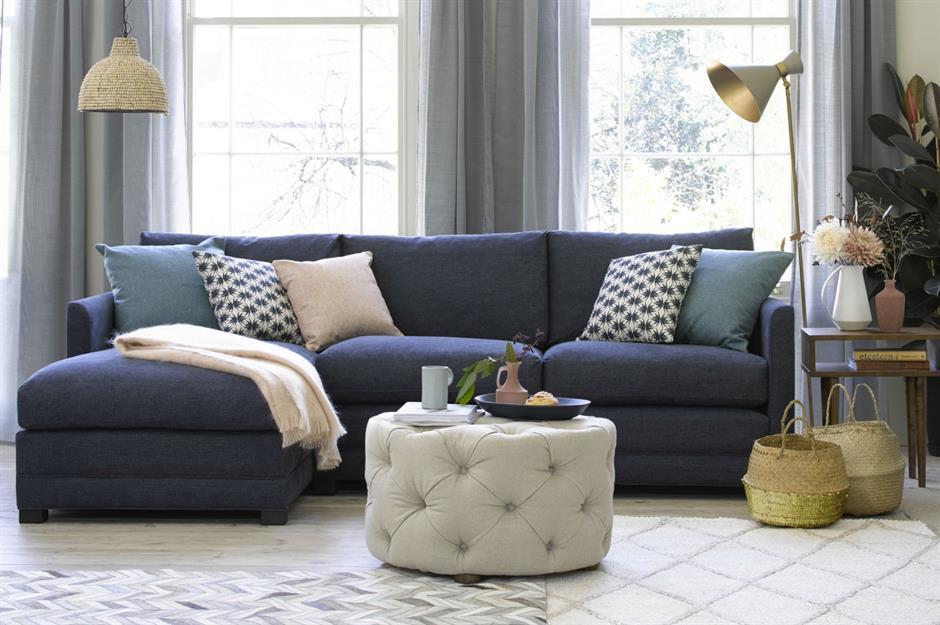 3-curatare-tapiterie-pernute-decorative-canapea