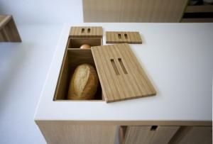 3-cutie din lemn pentru paine integrata in blatul de lucru din bucatarie