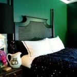 3-dormitor-matrimonial-cu-peretii-zugraviti-in-verde-inchis