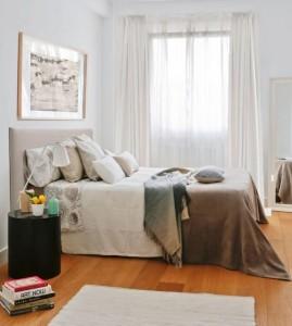3-dormitor mic cu patul asezat paralel cu fereastra