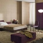 3-dormitor modern decorat in maro deschis si violet