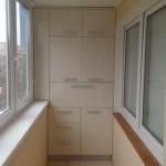 3-dulap ergonomic proiectat intr-o laterala a balconului