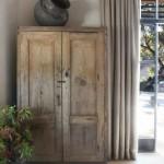 3-dulap vechi din lemn decor living casa mica din piatra