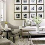 3-exemplu decorare cu fotografii alb negru a peretelui de deasupra canapelei