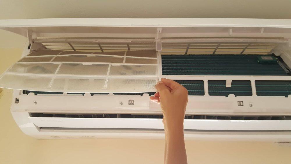 filtru plin de praf aparat de aer conditionat