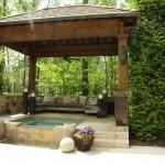 3-foisor din piatra s lemn cu piscina tip jaccuzzi