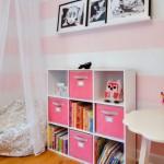 3-fotoliu puf beanbag asezat sub baldachin in camera unei fetite