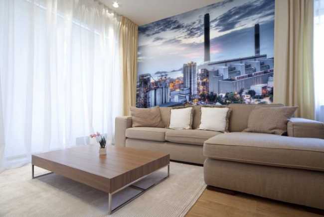 3-fototapet cu tematica urbana decor perete canapea living
