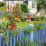 3-gard mic din stacheti de lemn delimitare zona gradina casei
