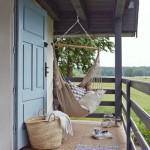 3-hamac agatat pe prispa casutei taranesti de vacanta din Polonia